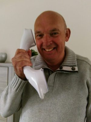 Jan met zijn nieuwe telefoon