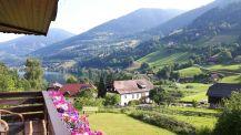 Uitzicht vanaf de kamer op de bergen en het meer in Feld am See