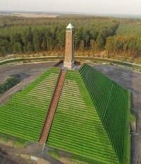 Monument de Pyramide van Austerlitz